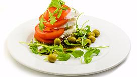 Закуска Капрезе с оливками