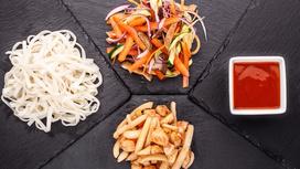 WOK с пшеничной лапшой и морепродуктами