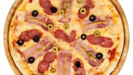 Пицца с салями и ветчиной