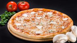 Пицца Четыре сыра на толстом тесте
