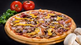 Пицца Четыре мяса на толстом тесте