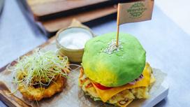 Зелёный фиш-бургер