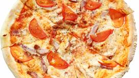 Пицца с копчёной курицей и помидорами