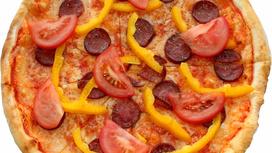 Пицца с салями и овощами