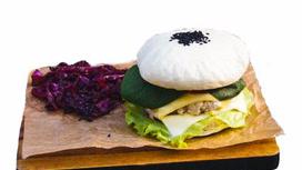 Белый дак-бургер с гарниром