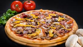Пицца на толстом тесте Четыре мяса