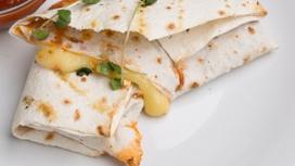 Сыр Сулугуни в лаваше с зеленью