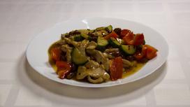 Филе птицы по рецепту гунбао (острое блюдо)