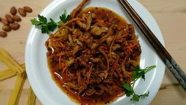Свинина, жаренная соломкой (острое блюдо)