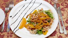 Салат Морепродукты под апельсином соком