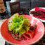 Салат с говядиной, с помидорами конкассе и красным луком