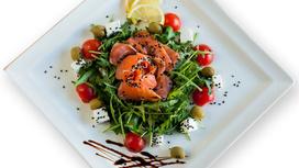 Салат с сёмгой и рукколой