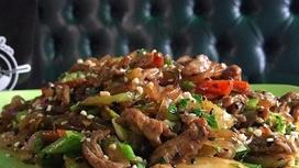 Лапша рисовая с говядиной