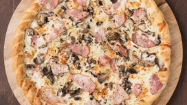 Пицца со сливочным соусом и белыми грибами