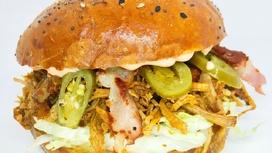 L Ресто-бургер со свининой и перцем халапеньо
