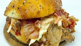 Бургер L Коул слоу с рваной свининой