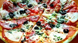 Пицца детская с ветчиной и салями